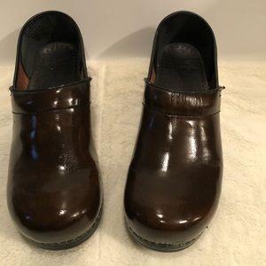 Dansko mens brown leather clogs size 44